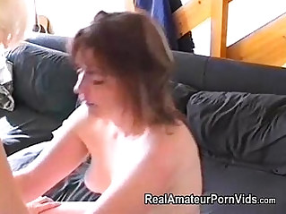 Nervous housewifes first time lesbian encounter