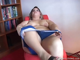 Beefy blonde beauty fucks her fat wet pussy for you