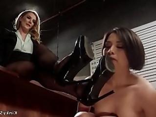 Lesbian deputy worships detectivs feet