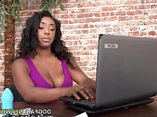 Kleio Valentien Having Interracial Lesbian Sex
